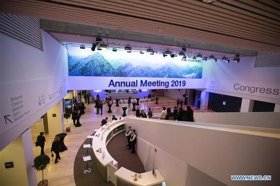 Workers prepare for the upcoming 49th Annual Meeting of the World Economic Forum (WEF) in Davos, Switzerland, Jan. 21, 2019. The WEF Annual Meeting will kick off in Davos on Tuesday. (Xinhua/Xu Jinquan)