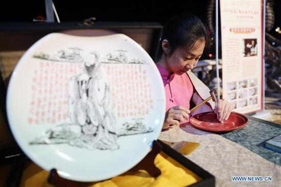 An artist from north China's Shanxi Province displays porcelain carving skills at a temple fair celebrating the Chinese Spring Festival in Sharm el-Sheikh, Egypt, Jan. 30, 2019. The Egyptian tourism city of Sharm el-Sheikh embraced a large festivity where hundreds of rejoiced Egyptians and Chinese celebrated the Chinese Spring Festival together. The event hosted by the Chinese Embassy in Egypt kicked off Wednesday and will run through Friday. (Xinhua/Ahmed Gomaa)
