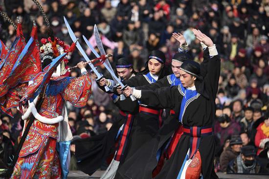 Actors perform Bangju opera at Weiwu plaza in Bozhou, east China's Anhui Province, Feb. 11, 2019. The opera performance activity will last untill Feb. 20. (Xinhua/Liu Qinli)