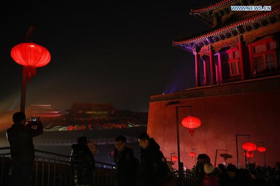 People visit the Palace Museum, or the Forbidden City, at night in Beijing, capital of China, Feb. 19, 2019. The Palace Museum extended its opening hours to the evening for the first time on Feb. 19 and Feb. 20 in celebration for this year's Lantern Festival. (Xinhua/Jin Liangkuai)