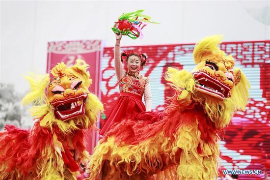 Folk artists put on the folk-custom performances to celebrate the Lantern Festival in Xuyi County of Huai'an, east China's Jiangsu Province, Feb. 19, 2019, the 15th day of the first month of Chinese lunar calendar. (Xinhua/Xu Changyin)