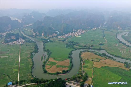 Aerial photo taken on April 19, 2019 shows a view of Xiajin Village in Chengtai Township, Shanglin County, south China's Guangxi Zhuang Autonomous Region. (Xinhua/Lu Boan)
