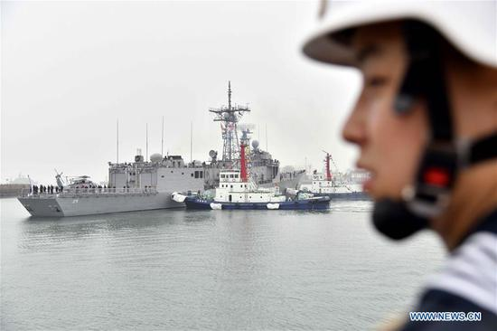 Australian navy's guided missile frigate HMAS Melbourne arrives in the port city of Qingdao, east China's Shandong Province, April, 21, 2019, to join multinational naval events commemorating the 70th anniversary of the founding of the Chinese People's Liberation Army (PLA) Navy. The events will be held between April 22 and 25 and a naval parade will be held in Qingdao and nearby sea areas and airspace on April 23. (Xinhua/Guo Xulei)