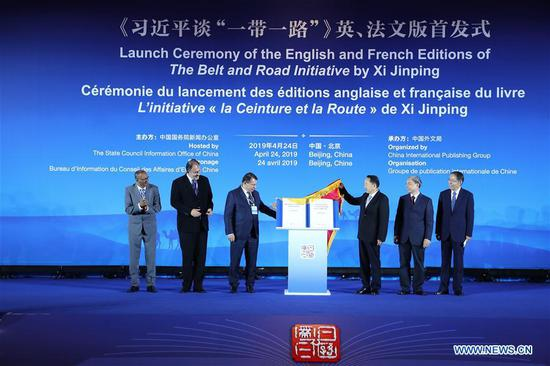 Guests unveil the English and French editions of a compilation of President Xi Jinping's discourses on the Belt and Road Initiative during a launch ceremony in Beijing, capital of China, April 24, 2019. (Xinhua/Zhang Yuwei)