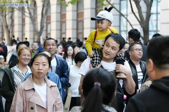 Tourists are seen on the Central Street of Harbin, capital of northeast China's Heilongjiang Province, May 2, 2019. (Xinhua/Wang Jianwei)