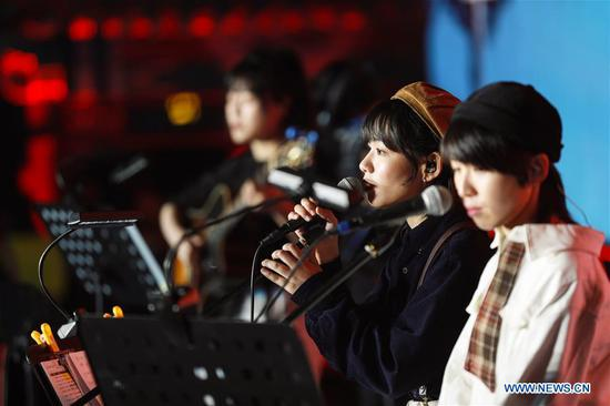 A Chinese folk song band performs in Jimo ancient town in Qingdao City, east China's Shandong Province, May 1, 2019. The folk song festival opened on May 1 and runs until August 31. More than 30 groups of musicians from at home and abroad will participate in a series of musical activities. (Xinhua/Ning Youpeng)