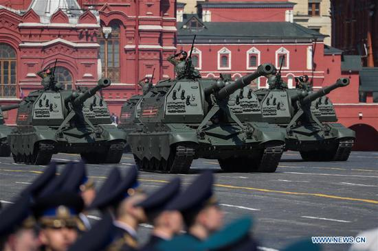 Self-propelled howitzers roll down the Red Square during a rehearsal for the Victory Day parade in Moscow, Russia, May 7, 2019. The 74th anniversary of the victory over Nazi Germany in World War II will be marked here on May 9. (Xinhua/Bai Xueqi)