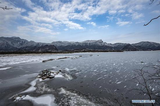 Photo taken on Jan. 12, 2017 shows the winter scenery of the Dajiu Lake in Shennongjia National Park in central China's Hubei Province. (Xinhua/Du Huaju)
