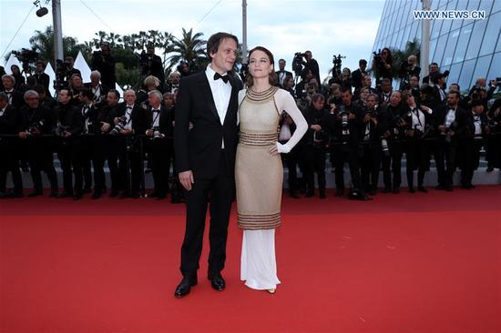 Actress Valerie Pachner (R) and actor August Diehl pose for photos upon their arrival at the premiere of the film