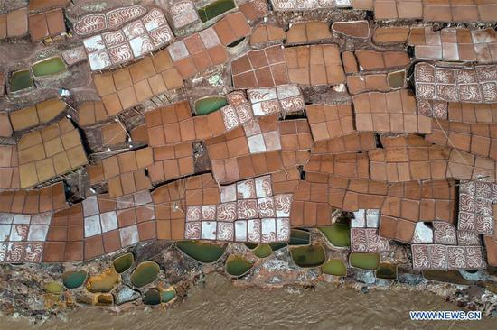 Aerial photo shows saline fields in Mangkam County, southwest China's Tibet Autonomous Region, May 22, 2019. An ancient technique of salt production since Tang Dynasty (618-907) is well-preserved in Mangkam County. Local people follow a salt harvesting method by collecting brines from salt mines and ponds and evaporating them in the sun until crystallization. (Xinhua/Li Xin)