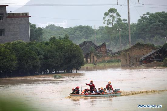 Rescuers transfer people at Zhaojia Village of Quanzhou County in Guilin, south China's Guangxi Zhuang Autonomous Region, June 9, 2019. Guangxi's meteorological bureau on Sunday evening upgraded the meteorological disaster emergency response to level-II after rainstorms starting Tuesday caused flooding in several cities. (Xinhua/Wang Zichuang)
