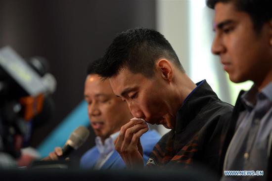 Malaysia's badminton player Lee Chong Wei (C) reacts during a news conference to announce his retirement in Putrajaya, Malaysia, June 13, 2019. (Xinhua/Chong Voon Chung)