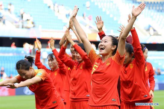 中国、西班牙在无进球平局后晋级世界杯淘汰赛