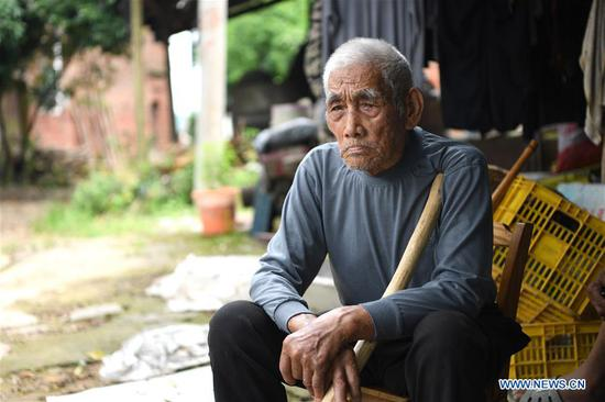 Jiang Jiyong, a local villager, tells his experience as an 11-year-old boy during the 1934 Battle of Xiangjiang at the Fenghuangzui ferry point in Quanzhou County, south China's Guangxi Zhuang Autonomous Region, June 29, 2019. The Battle of Xiangjiang in late 1934 is deemed by history experts as pivotal to a successful Long March of the Red Army led by the Communist Party of China (CPC) between 1934 and 1936. During the battle, the Red Army lost almost two thirds of its troops when crossing the Xiangjiang River from ferry points scattered in today's Guangxi Zhuang Autonomous Region, but managed to break through a military blockade line by the rival. By noon time on December 1, 1934, the main forces of the Red Army had all crossed the Xiangjiang River and the historic Long March was thus carried on. (Xinhua/Zhou Hua)