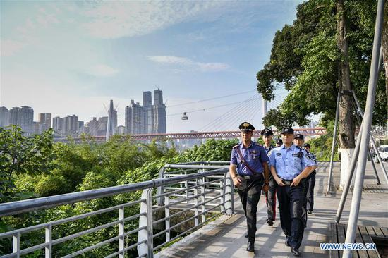Chinese and Italian police officers patrol in Nan'an District of southwest China's Chongqing Municipality, July 2, 2019. The police in Chongqing launched a joint patrol with their Italian counterparts on June 26, according to local police. Four Chinese police officers who were fluent in English and Italian joined the patrol with two Italian police officers. Patrolling in popular tourist spots in the municipality, the Italian police officers will help deal with the issues related to Italian tourists during the 10-day joint patrol. The Italian police have sent eight police officers to patrol with Chinese counterparts in four Chinese cities from June 24 to July 5. (Xinhua/Liu Chan)
