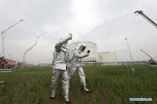 Firemen take part in a fire drill held at the Beijing Daxing International Airport in Beijing, capital of China, July 9, 2019. The newly-built Beijing Daxing International Airport held its first fire drill on Tuesday. (Xinhua/Meng Jing)