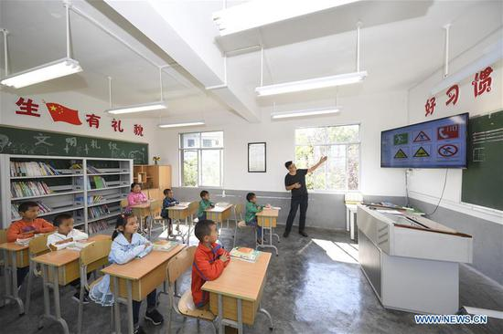 First graders attend class at Shiliang Primary School in Dayou Township of Nanchuan District in southwest China's Chongqing, Sept. 2, 2019. Shiliang Primary School, composed of 2 teachers and 17 students, ushered in new semester on Monday. Tan Xingli and Liang Chengping are respectively in charge of the teaching work for 8 first graders and 9 pre-school students. Small-sized schools are boosted in recent years in the district to guarantee fair and quality education. (Xinhua/Wang Quanchao)