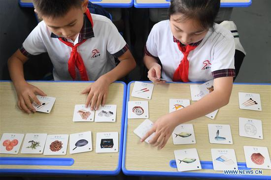 Students attend a lecture on waste classification at Shangqiang primary school in Daixi Town in Huzhou, east China's Zhejiang Province, Sept. 2, 2019. (Xinhua/Weng Xinyang)