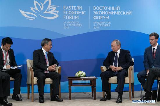 Russian President Vladimir Putin (2nd R) meets with Chinese Vice Premier Hu Chunhua (2nd L) on the sidelines of the fifth Eastern Economic Forum in Vladivostok, Russia, Sept. 5, 2019. (Xinhua/Bai Xueqi)