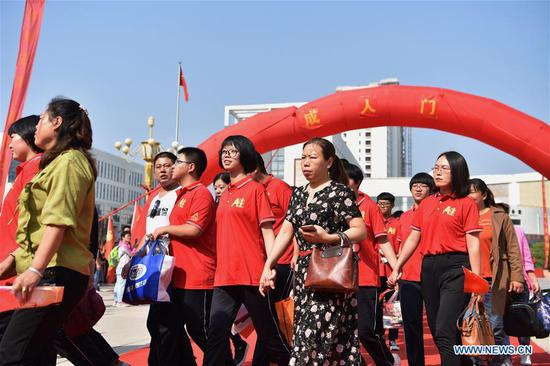 Students and their family members take part in a collective coming-of-age ceremony at the Dingzhou Middle School in Dingzhou, north China's Hebei Province, Sept. 16, 2019. (Xinhua/Zhu Xudong)