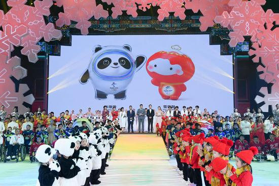 The mascot of Beijing 2022 Olympic Winter Games Bing Dwen Dwen (L) and that of the 2022 Paralympics Shuey Rhon Rhon are present during the launch ceremony in Beijing on Sept. 17, 2019. (Xinhua/Shen Hong)