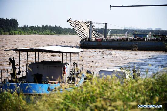 The floating bridge over the Yellow River at Luokou is temporarily dismantled as a flood is expected to soon reach Jinan, capital of east China's Shandong Province, on Sept. 18, 2019. (Xinhua/Wang Kai)