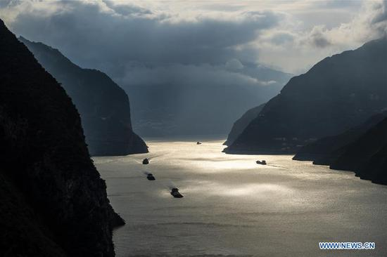 Boats traveling on Yangze River pass the Xiling Gorge in Zigui County, where Three Gorges Dam locates, in central China's Hubei Province, Oct. 28, 2019. The 175-meter experimental impoundment of Three Gorges this year came to the end at present as the water level of the Three Gorges Reservoir rose to 174.43 meters as of 8pm Monday. (Photo by Zheng Jiayu/Xinhua)