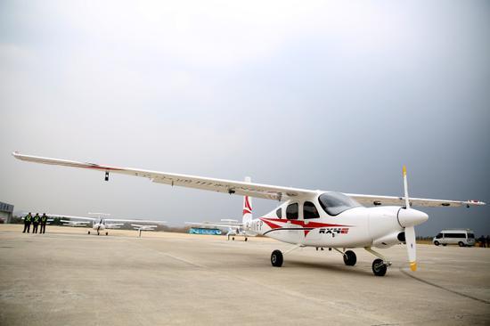四座电动飞机在中国首航 1
