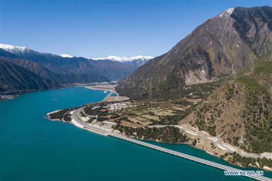 Aerial photo taken on Oct. 28, 2019 shows the Duobu bridge in Nyingchi, southwest China's Tibet Autonomous Region. The Duobu bridge is located on the Lhasa-Nyingchi high-grade road. (Xinhua/Li Xin)