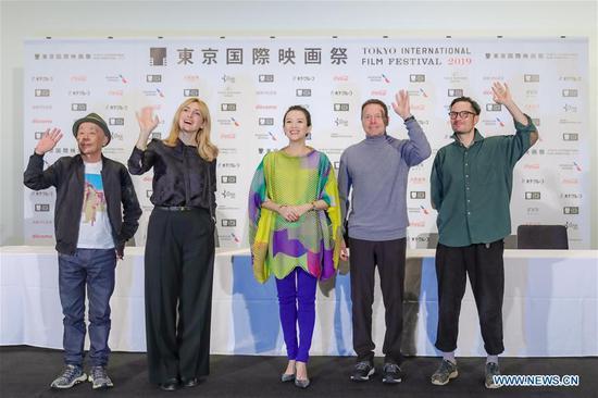 评委出席第32届东京国际电影节新闻发布会 1