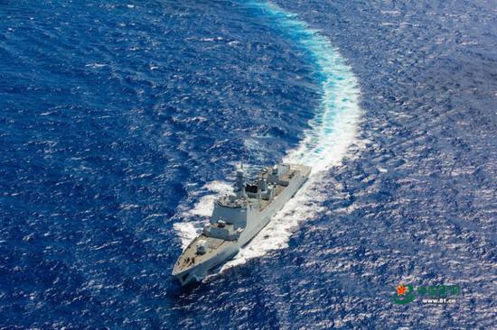 A PLA Navy fleet recently held a military drill on the South 四不像心水 Sea to improve its contingency response to complicated scenarios including a coordinated sea and air fight against submarine intrusion. (Photo/81.cn)