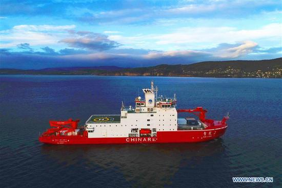 Aerial photo taken on Nov. 4, 2019 shows China's polar icebreaker Xuelong 2, or Snow Dragon 2, preparing to dock in the port of Hobart, Australia. After a 20-day voyage, the Chinese icebreaker on China's 36th Antarctic research expedition docked in Australia's port of Hobart on Monday. This is the first time that it has berthed in a foreign port since its maiden voyage started. (Xinhua/Liu Shiping)