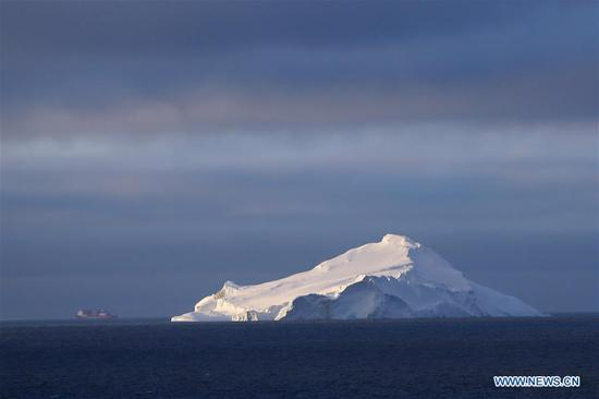 Photo taken on Nov. 16, 2019 shows icebergs in the Southern Ocean. China's first domestically made polar icebreaker Xuelong 2 entered a floating ice area in the Southern Ocean on Friday during its maiden voyage for the country's 36th Antarctic expedition. (Xinhua/Liu Shiping)
