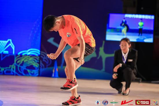 "Cen Xiaolin broke his own record in the ""most alternate step skips in 30 seconds"", by creating a new record of 228 times in ""The Challenge"" competition at the 6th Double Dutch Contest Shanghai in suburban Qingpu District at the weekend."