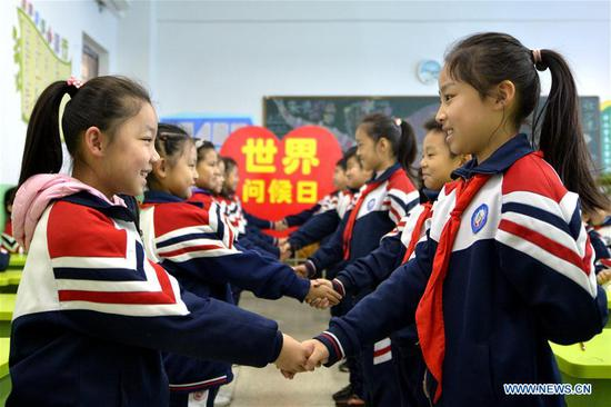 Children say hello to each other during an activity to mark the World Hello Day which falls on Nov. 21 annually at a primary school in Hanshan District of Handan, north China's Hebei Province, Nov. 21, 2019. (Xinhua/Zhu Xudong)