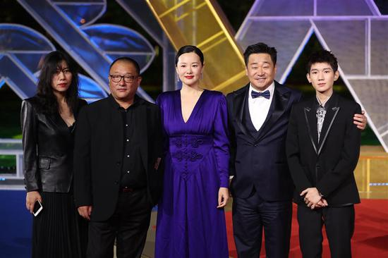"The cast of ""So Long, My Son"" on the red carpet at the 32nd Golden Rooster Awards, November 23, 2019."