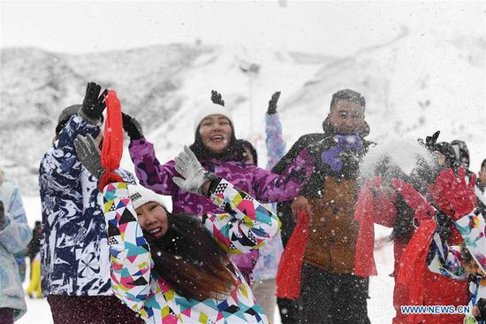 People take part in a carnival at a skiing field on Jiangjun Mountain in Altay, northwest China's Xinjiang Uygur Autonomous Region, Nov. 27, 2019. The 14th Xinjiang Winter Tourism Trade Fair opened here on Wednesday. (Xinhua/Sadat)