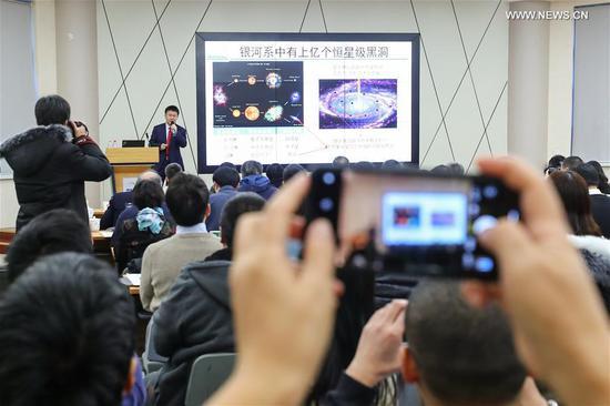 中国天文学家发现了意想不到的巨大恒星黑洞 4