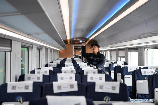A railway worker conducts maintenance checks on a CR200J bullet train at a workshop in southwest China's Chongqing Municipality, Jan. 7, 2020. The Chongqing section of China Railway Chengdu Group Co., Ltd recently organized maintenance checks on CR200J trains, a new member of China's Fuxing bullet trains, to prepare for the upcoming Spring Festival travel rush. (Xinhua/Tang Yi)