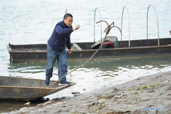 Zhao Zelun anchors the boat in Zhongba Island in Chongqing, southwest China, Jan. 7, 2020. From Jan. 1, 2020, China began a 10-year fishing ban in key areas of the Yangtze River to protect biodiversity. Zhao, finishing his 30 years' career as fisherman, started a farm hostel business in Zhongba Island. (Xinhua/Liu Chan)