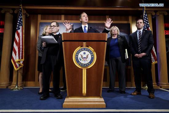 特朗普辩护团队在弹劾案审判中公开辩论