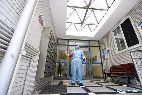 A staff member disinfects a residential area in southwest China's Chongqing Municipality, Feb. 2, 2020. Various measures have been taken for epidemic prevention efforts across China. (Xinhua/Liu Chan)