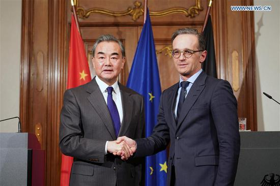 Chinese State Councilor and Foreign Minister Wang Yi (L) shakes hands with German Foreign Minister Heiko Maas after a joint press conference in Berlin, capital of Germany, Feb. 13, 2020. (Xinhua/Wang Qing)
