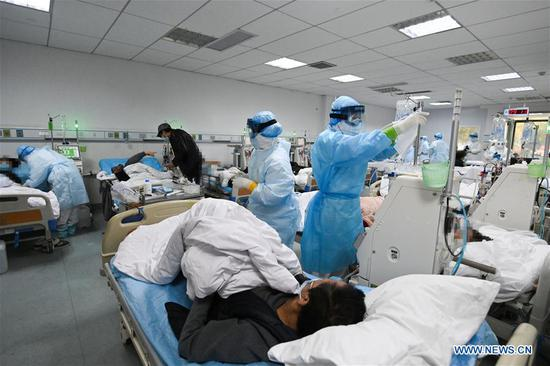Medical workers work at the hemodialysis center of the nephrology department in Hankou Hospital of Wuhan, capital of central China's Hubei Province, March 21, 2020. Medics at the hemodialysis center of the nephrology department of Hankou Hospital have been sticking to their posts during the novel coronavirus epidemic outbreak. In addition to carrying out blood purification treatment for COVID-19 patients in critical conditions, they also conduct hemodialysis treatment for some 40 uremic patients recovering from COVID-19 infection every week. (Xinhua/Chen Yehua)