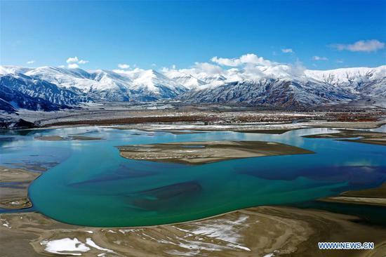 Aerial photo taken on March 24, 2020 shows the scenery along the Yarlung Zangbo River after a snowfall in southwest China's Tibet Autonomous Region. (Xinhua/Zhan Yan)