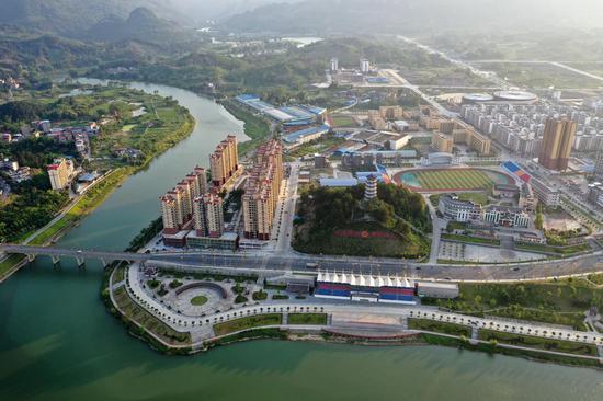 Aerial photo taken on May 14, 2020 shows a view of the county seat of Huanjiang Maonan Autonomous County in south China's Guangxi Zhuang Autonomous Region. (Xinhua/Lu Boan)