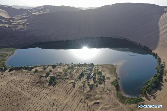 Aerial photo taken on May 29, 2020 shows an agritainment spot near a lake in Badain Jaran Desert, north China's Inner Mongolia Autonomous Region. There are many lakes in the Badain Jaran Desert, which constitute a beautiful picture with deserts and plants. (Xinhua/Xu Qin)