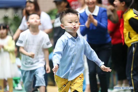 Children participate in a family event at a kindergarten in Nanming District of Guiyang, southwest China's Guizhou Province, June 1, 2020. June 1 marks the International Children's Day. (Xinhua/Ou Dongqu)