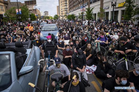 Demonstrators take part in a protest in Uptown neighborhood of Chicago, the United States, June 1, 2020. Two people were shot dead and at least 60 were arrested as protests and looting continued in Chicago neighborhoods and suburbs on Monday in response to the police killing of George Floyd. (Photo by Chris Dilts/Xinhua)