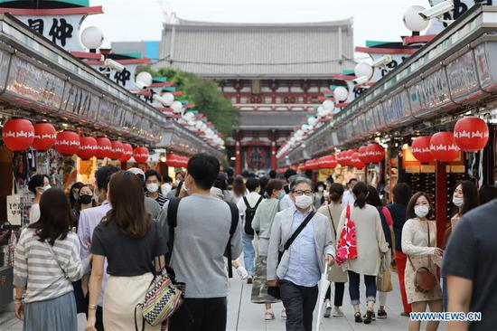 Visitors are seen at the sightseeing spot Asakusa, in Tokyo, Japan, June 21, 2020. Japan on Friday completely lifted its request for people not to travel across prefectural lines, with the move met by a return of passengers to airports and train stations. (Xinhua/Du Xiaoyi)